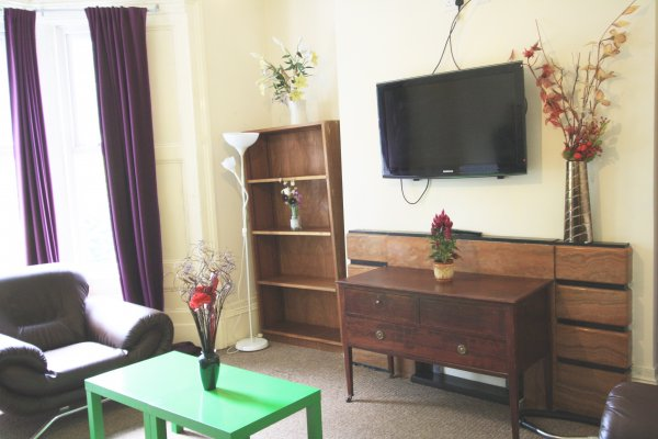 6dbl Bed Property (£390.00pppcm) Not Inc. Bills,DEPOSIT £350 Each(ref. 440mle1920)