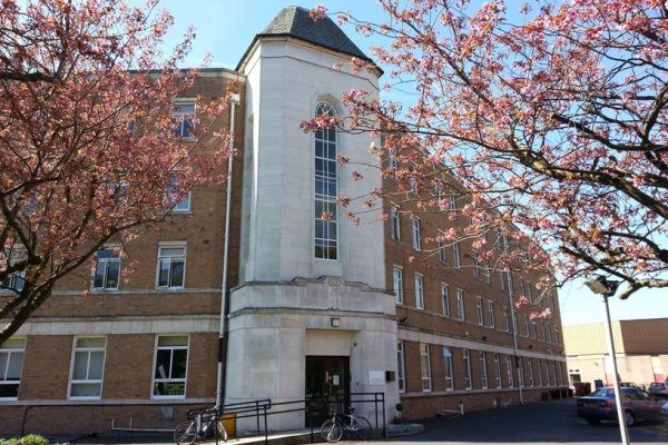 Montgomery Halls - great 2 bed flat with kitchen